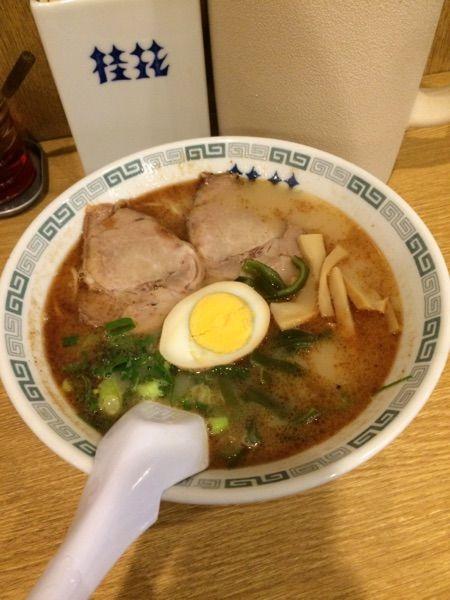 桂花ラーメン 新宿西口店 #ramen 桂花ラーメン720円。汁薄味だね。