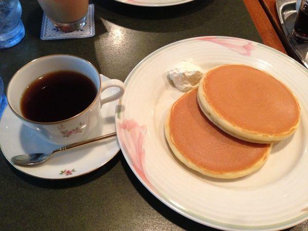 珈琲苑プレーンにもたっぷりホイップクリームがついてきて美味しい。コーヒーと良く合います(*^^*)