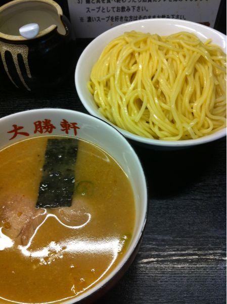 大阪大勝軒非常に有名店ではあるが、食べに来たのは初めて(#^.^#)やっぱり選ぶのはつけ麺でしょ♬はイイけど…中盛りにしたのは失敗f^_^;)麺多過ぎない??まぁ、難なく胃の中に収まりましたがw