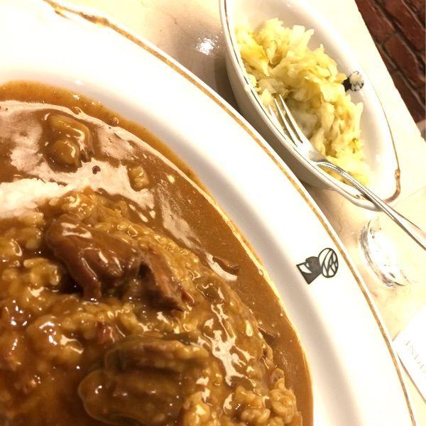 インデアンカレー 丸の内店でルー大盛りピクルス増し ご飯少なめにすれば良かった。辛くて時々食べたくなる美味しさ。甘いキャベツは、カレーにかけて混ぜながら食べるのが好み。