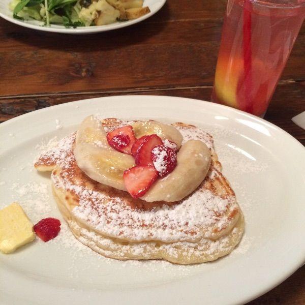 バビーズ ニューヨーク アークヒルズサワークリームとイチゴのパンケーキ