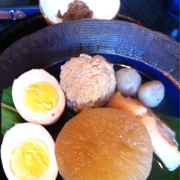 『しんばし』の越後おでん。ほどよい塩梅に、特産の辛い神楽味噌をつけて、ホットやね〜ヽ(´o`;