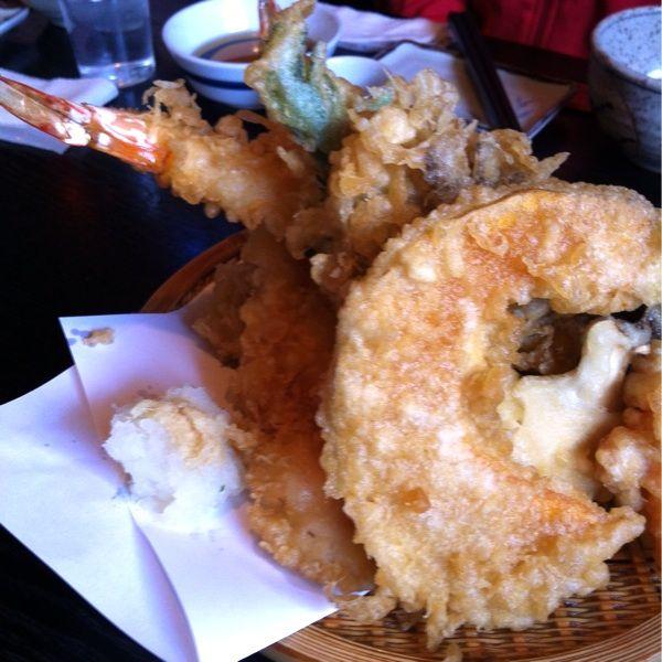 『しんばし』の一番は、実は天ぷら。胡麻油がきいてカリッと揚がった江戸前スタイル。