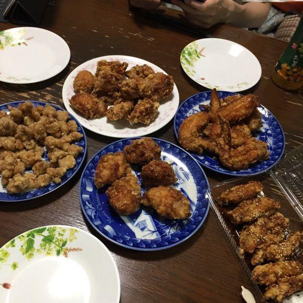 壱席弐鶏〜いっせきにちょう〜 小田急相模原店 全部で2900円 持ち帰り専門店だけど4品以上あれば配達してくれます。頼み過ぎたかと思ったけど4人で食べられちゃいました^_^