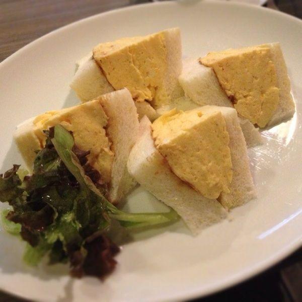 喫茶マドラグ:コロナの玉子サンドイッチ。想像していた以上のデカさにワロタ(≧∇≦)