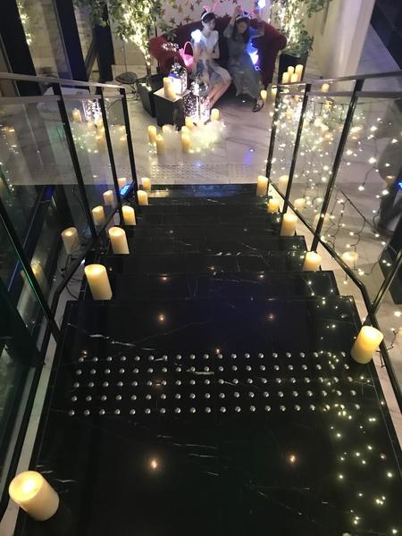 ライトアップされた階段