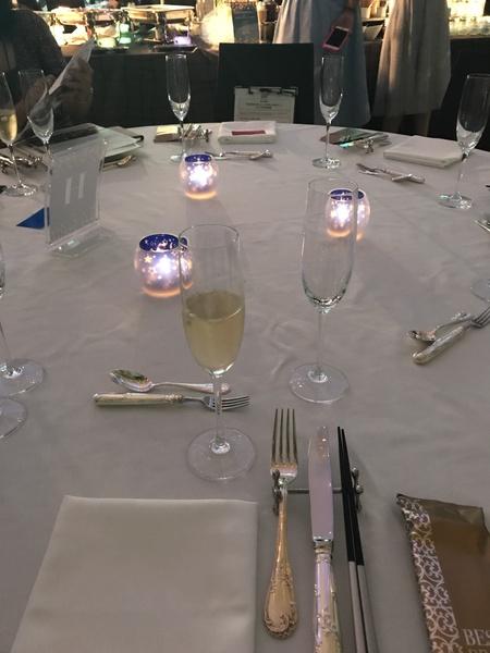 メインフロアのテーブル