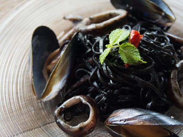 新鮮魚介の黒タリオリーニ