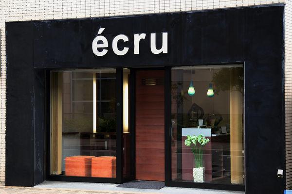 エクリュ(ecru)