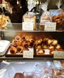 ダロワイヨ 三越銀座店/マカロンなどのスイーツとともに、パンの種類もバラエティ豊かです!