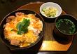 「新橋鶏繁 どんぶり子」東京駅キッチンストリート 卵ふわトロ!香ばしい鶏肉!つゆだくで最後まで美味しさが続く「炭火もも肉 親子丼」