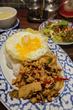 タイ国政府公認のタイ料理店、大名「ガムランディー」でガイ・パッ・バイカパオ