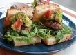 牛肉の清らかな旨みや幸せの香りを凝縮させ…アボカド&トマトが夏の雫♪ ハンバーグサンドを超えたサンドイッチ、登場♪ 西荻窪・3&1 Sandwich トレ エ ウーノ