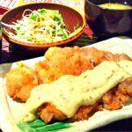 札幌市中央区の山の猿 アピア店。チキン南蛮定食を注文。ランチパスポートでワンコイン。