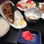 和定食&居酒屋 べっか食堂。鯖塩焼きと竜田揚げ定食を食べました。