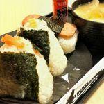 札幌市中央区のおにぎりの ありんこ オーロラタウン店。昆布明太、チーズかつお、ポークたまご、とん汁を注文。