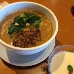 ロン #ramen ここの担々麺はびっくりするほど胡麻が入ってます!お気に入りです♪♪そして名物、杏仁豆腐は練乳みたいにクリーミーで時々食べたくなる(*´∀`人*)