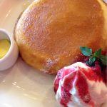 PAPER WALL ecute立川店でパンケーキのホイップを注文しました☆ふっくらボリュームがあってシロップがしみてて美味しかった♪ 周りはサクッとしています*(●'w'●)