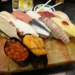 吾妻寿司 岡山駅店    岡山地物握り寿司(2625円)    中段が地物。左がサワラ、真ん中がママカリ、右が黄ニラ。