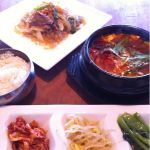 韓国料理ワンススンドゥブチゲ+1セット980円を。六種から選べるおかずはチャプチェを♬私的にはチャプチェがメインにf^_^;)