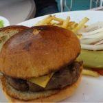 ベイサイドデリチーズバーガー美味しかったよ♪フレンチフライがちょー好きな感じでひた♡