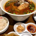 新しく生まれ変わったこちらで坦々麺を♬金坦は金胡麻の風味豊かな太麺仕様の坦々麺。味変用の調味料も豊富やったけど…「もっと刺激があっても」いいかと♬次は激坦にしてみようかな?
