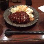 大阪第一ホテルで研修なので、会場内の旬魚・串揚げ居酒屋 咲くらで昼食。期間限定の黒豚メンチカツ定食です。ゆっくりしてられないので急いで食べます。