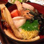 今日のランチ。島根直送!炉端かばの海鮮丼♪ いまは穴子1本どーんとのせてくれてる!!♪ お刺身はどれも肉厚で食べ応えありましたー。ごちそうさま!!