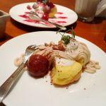 札幌カリー ヨシミ 名古屋PARCO店 サラダカレードリンクパンケーキがセットで¥1840カレーとパンケーキは単品の半分サイズ。お得感あります