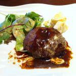 九月の神戸の最後飯はハンバーグ♪いただきます!