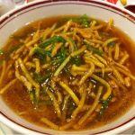 麺食館 千葉三越店でランチ。肉絲麺940円。さっぱりとした醤油ラーメンに青椒肉絲がトッピング。美味。