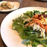 サラダとイカと筍のマリネの前菜。