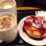 TULLY'S COFFEE モリシア津田沼店  娘とホリデーダブルベリーハニーと、ティラミスラテと、カフェラテをハーフミルクでショット追加のカスタマイズ!