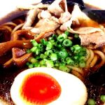 男の黒ラーメン 太麺。濃厚な出汁にゆず風味 。あっさりと濃厚が同居してる。麺がまた旨い。ラーメンあまり食べないが個人的には日本一旨いラーメン。