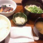 魚系が食べたくて、大戸屋 東急日吉駅ビル店へ。鮭の西京とつみれ汁。脂も乗っててうまいね。