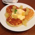 パレットカフェ:りんごとカスタードのパンケーキ カスタードクリーム・バニラアイス・りんごのコンポート。クレープ・ガレット・ケーキもいただけます^ ^