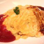チーズ入り2色ソースオムライス★950円(´Д` )デミグラスはライトな感じ★卵は結構火がとおってるー♪最近オムライス熱が高い♪( ´▽`)