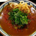 """ゆめタウン広島に行く用事があったので""""寿司めいじん""""に入ったものの、店員の制服は汚いしネタも色がおかしかったため最初に注文した5皿で退散。フードコートの""""丸亀製麺""""でカレーうどん*"""