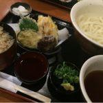 今日のランチは、饂飩の四國 さんプラザ店で釜揚げ鳥天定食を頂きました。ごちそうさまでした。