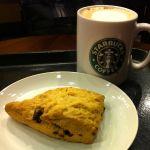 スターバックス・コーヒー 静岡丸井店   で仕事後の一杯。カフェミストとチョコレートチャンクスコーン。