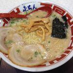 池袋屯ちん SUNAMO店 #ramen 東京とんこつラーメン650円。ソフトドリンクを100円で買いやがれ的な。相変わらずノンフライ麺みたい麺。魚介豚骨スープはチョット美味しい