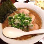 6/2【東京とんこつ 萬燈行】(@立川)「魚介とんこつらーめん」濃厚な豚骨と節系の魚粉とがガチンコでぶつかり合ったようなWスープ!ネギがとても良く合いました。近澤さんに会いにまた食べに行きます(^^)