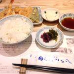 洋食が続いたので、今日はつな八で昼御膳。外はカリカリ、中は柔らかい天ぷら美味しい!