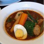 カレー食堂 心 大阪ビジネスパーク店で、もち豚とほうれん草のスープカレー1030円。土曜なのに、17時までのランチをやっていた。サラダやドリンクもついてきて満腹。