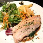 鶏むね肉のオーブン焼き 西洋ワサビ香るデミグラスソース