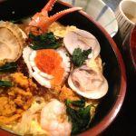 盛岡駅地下で海鮮玉子とじを喰ふ。旨味が濃くてイイ。コレで生ウニの時期ならもっと美味いはず。