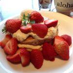 MANOA Aloha Table/あまおうのパンケーキ❤️苺が山盛り🍓だとテンションが上がる⤴️大粒の旬の苺🍓は甘くて美味しい。全粒粉のもっちりパンケーキ🥞春の豪華な逸品。
