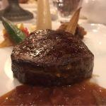 ブルーバイユー・レストラン。コースのメインのステーキ