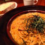 今日のランチは武蔵野茶房 府中店の生ウニとトマトクリームソースのパスタ。旨いっ!
