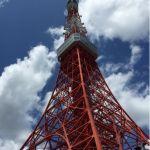 青空に映える東京タワー